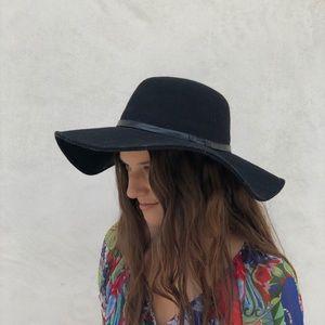 Urban Outfitters black felt wide brim hat